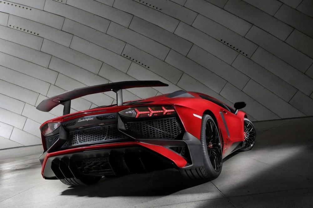 Lamborghini Aventador LP 750-4 SV