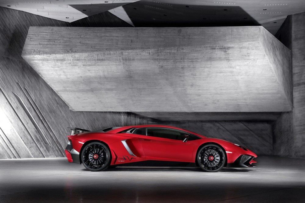 Lamborghini-Aventador-LP-750-4-SV-2