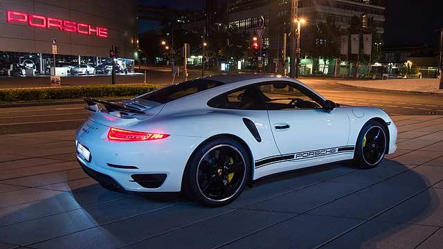 Porsche 911 Turbo S Exclusive GB Edition 001