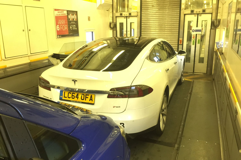 25_Tesla_Model_S_Motoring Research