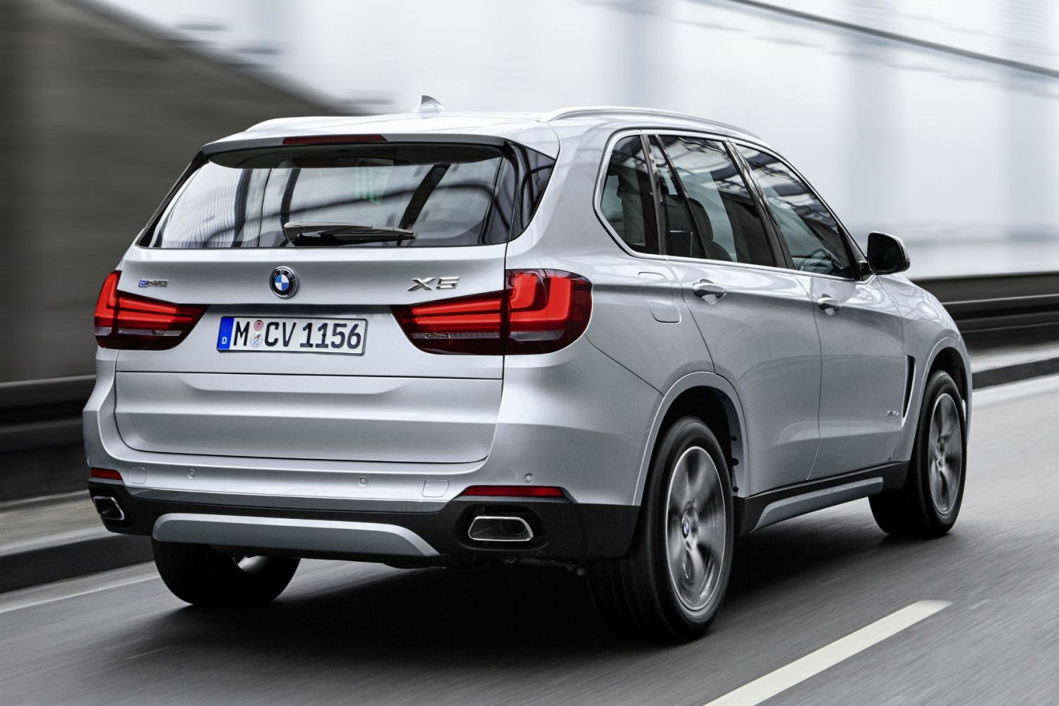 BMW X5 xDrive40e: on the road