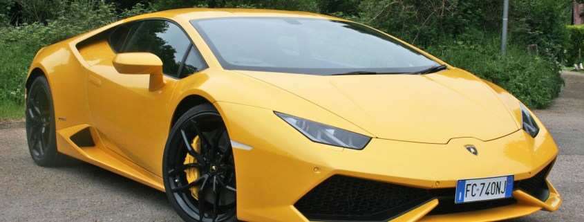 We revved a Lamborghini Huracan and had to say 'sorry' a lot