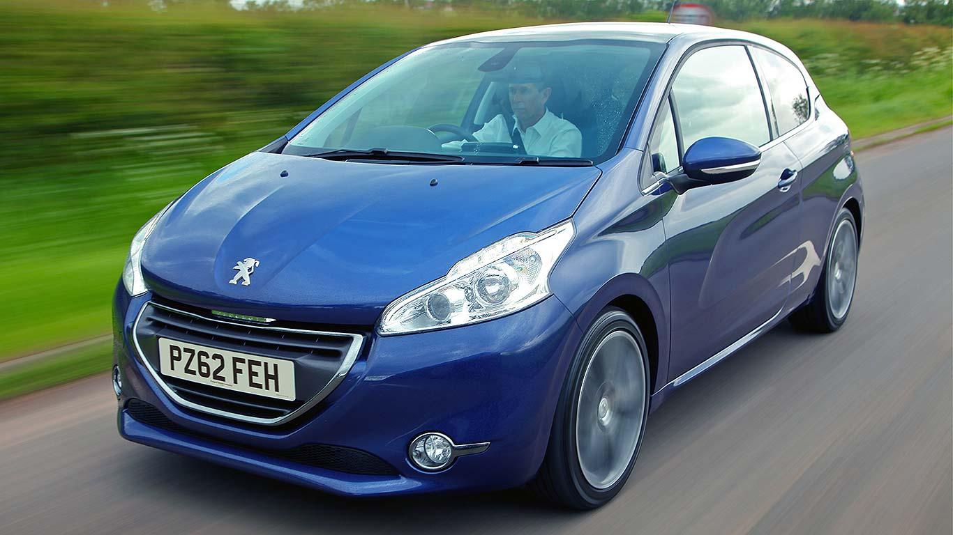 02_Peugeot_208
