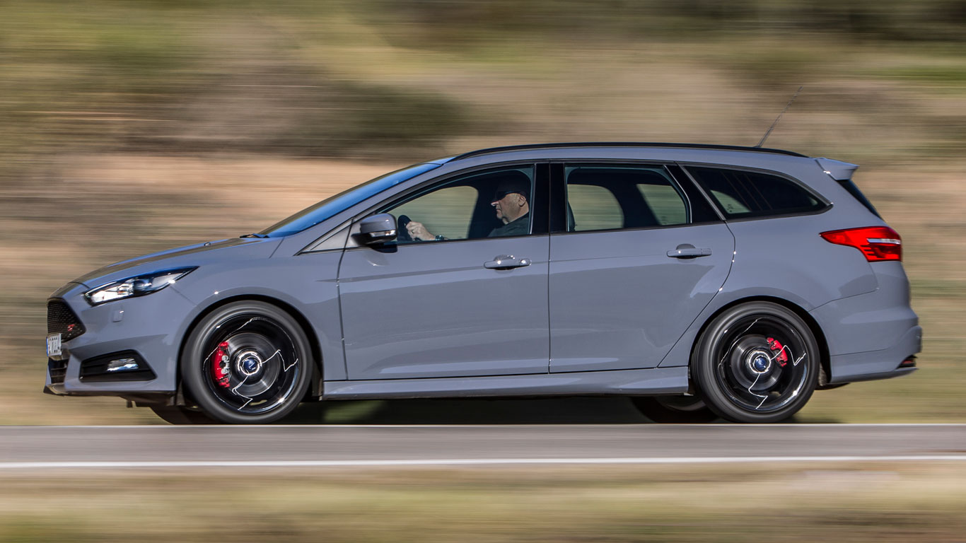 Ford Focus St Diesel Estate 2016 Review Two Minute Road Test