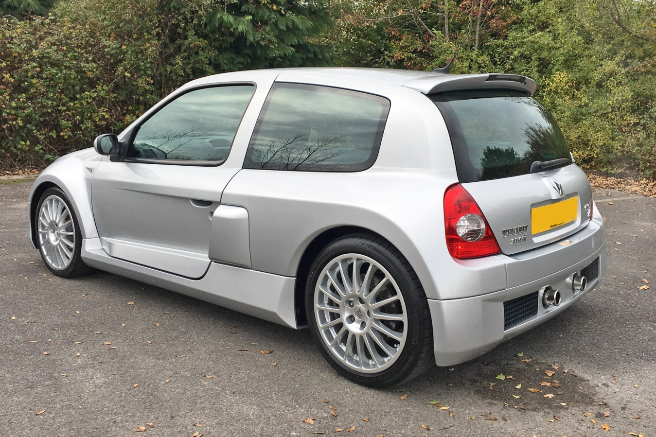renault clio v6 retro road test motoring research. Black Bedroom Furniture Sets. Home Design Ideas