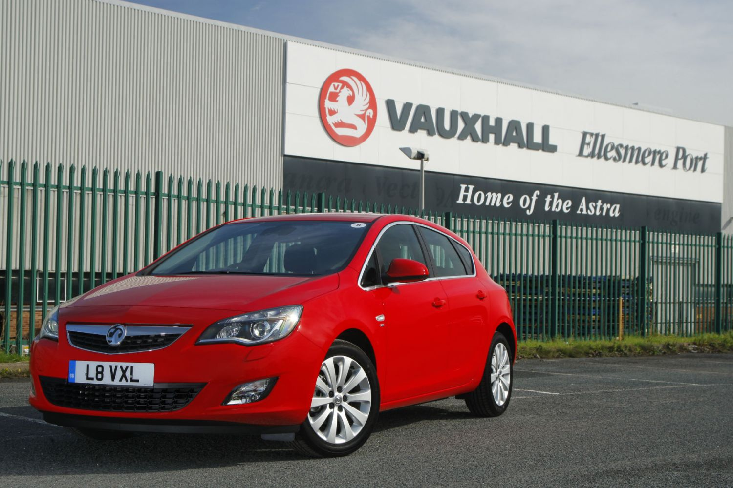 Confirmed: PSA Group is buying Vauxhall for £1.9bn