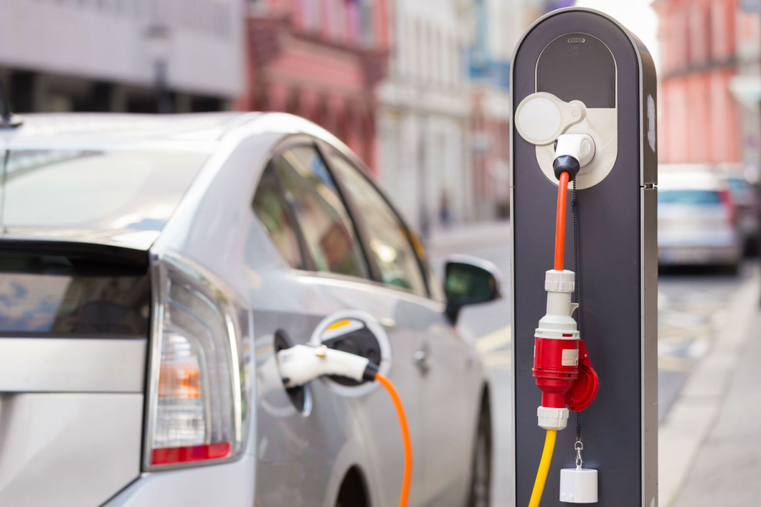 Plug-in hybrids emit more CO2 emissions than diesels, report finds