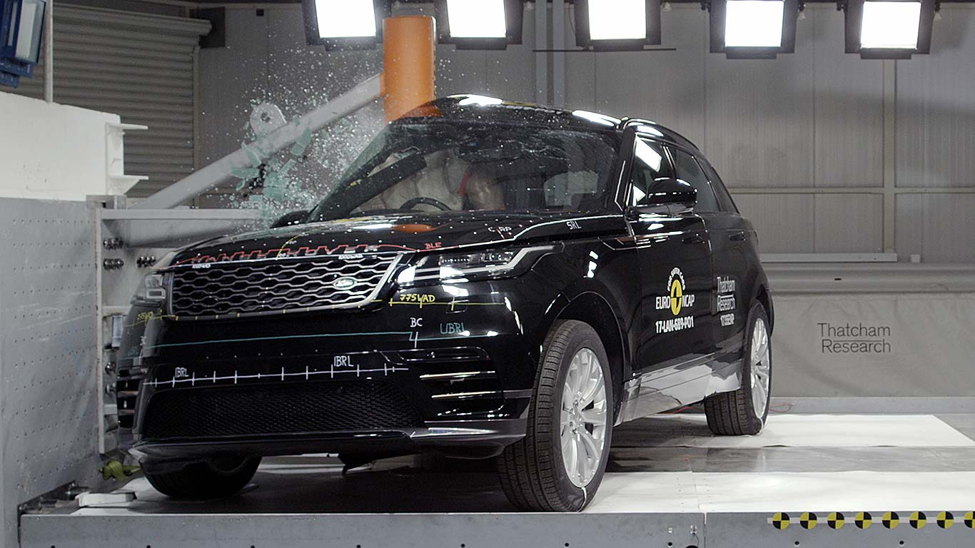 Range Rover Velar pole crash test 2017