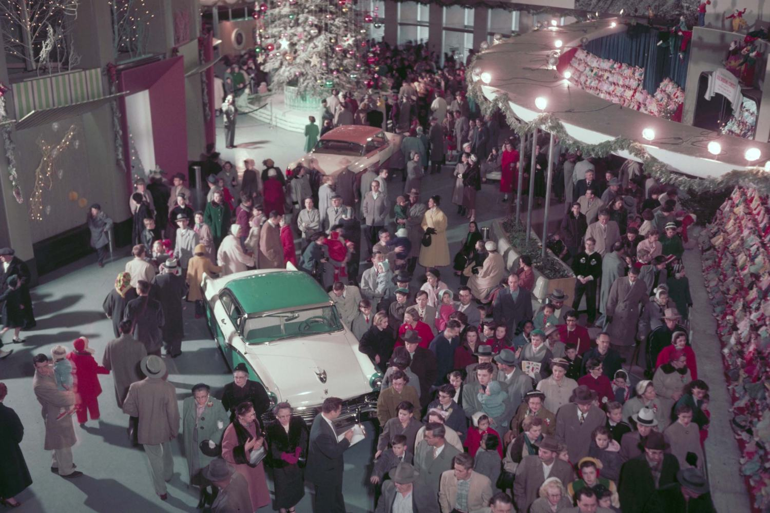 1955 Ford Rotunda Christmas Fantasy Visitors
