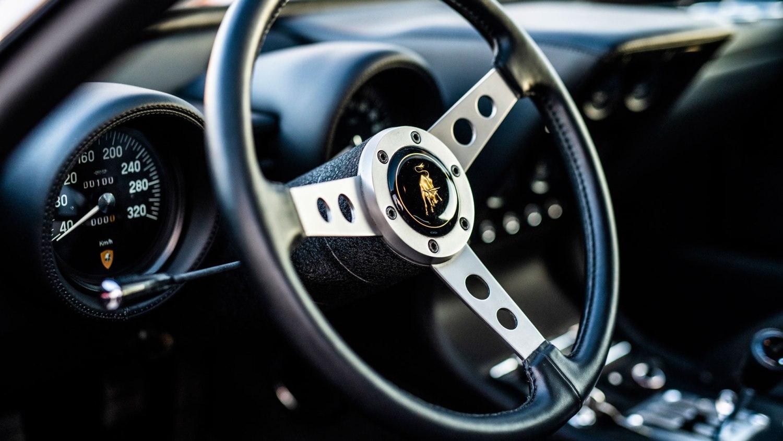 Lamborghini Miura SV dashboard