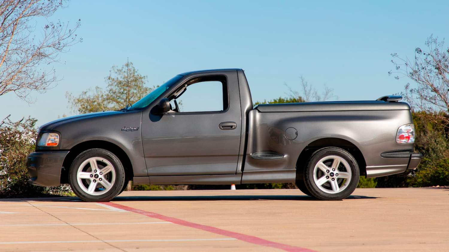 2004 Ford F150 SVT Lightning Pickup
