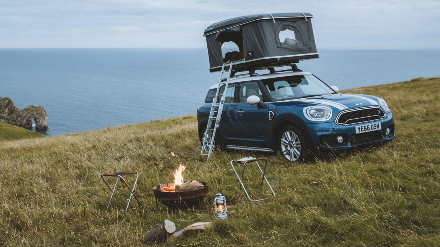 MINI Countryman with rooftop tent