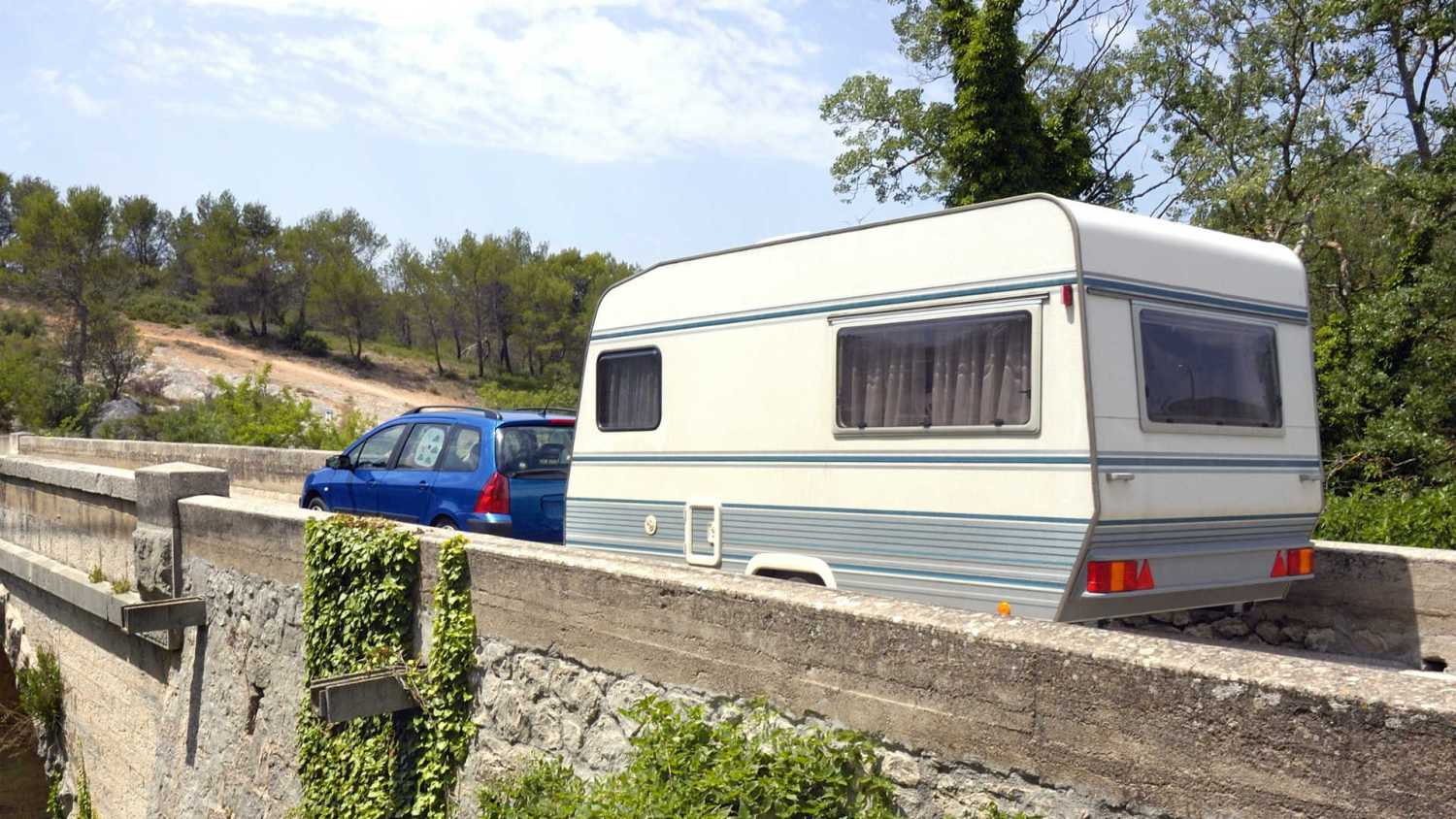 How to tow a trailer or caravan safely
