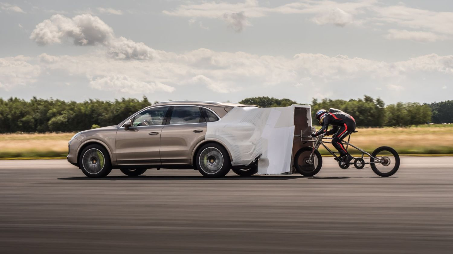 Porsche cyclist speed record