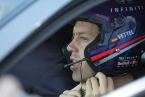 24496_Vettel_drives_Infiniti_Q50_in_Abu_Dhabi