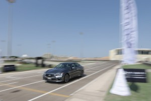 24497_Vettel_drives_Infiniti_Q50_in_Abu_Dhabi