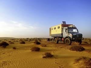 Wüste, Oman: Die Dünen sind ein Kinderspiel für den Unimog 1300 L.