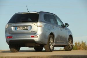 mitsubishi-nuovo-outlander-phev-plug-in-hybrid-electric-vehicle-mobilita-full-range-electric-phev2