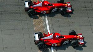 Schumacher-Barrichello-arrivo-Indianapolis-2002