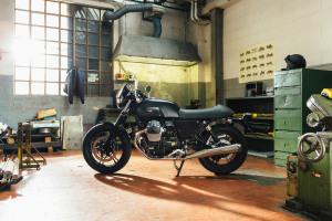 moto-guzzi-v7-ii-secondo-atto-di-unopera-prima-v7-ii-dark-rider