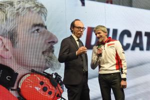 5-Ducati_MotoGP_Team_2015_Presentation_16
