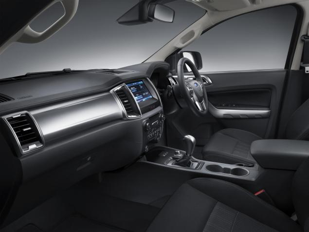 129831_New Ford Ranger 6_interior pass