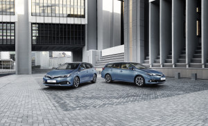 toyota-new-auris-more-style-and-new-engines-auris_loc_11_dpl_2015_group_shot