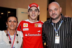 ©WRI2/MAXPPP  - Jules Bianchi (FRA), Scuderia Ferrari with his parents Philippe and Christine. Yas Marina Circuit. Young Drivers F1 Test Abu Dhabi 16-17/11/10 (MaxPPP TagID: maxsportsworldtwo197824.jpg) [Photo via MaxPPP]