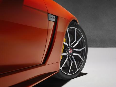 177401_Jag_FTYPE_SVR_Coupe_Studio_Detail_170216_43_(126537)