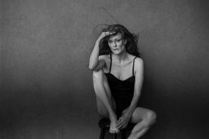 pirelli-calendar-2017-julianne-moore