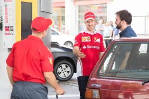 sebastian_suddenly_appears_to_meet_a_shell_customer_in_bra_il