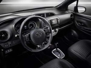 500_toyota-yaris-bitone-interieur-5-final-rgb