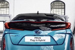 2017-prius-plug-in-hybrid-det-07