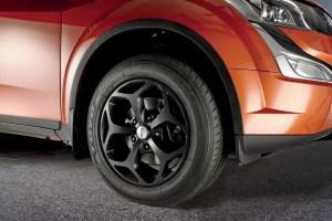 Toyo Proxes T! su Mahindra XUV500 W10