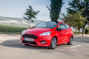 FORD_2017_IAA_Fiesta_ST-Line_Race_Red_01