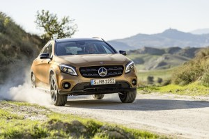 Mercedes-Benz_GLA_(44)
