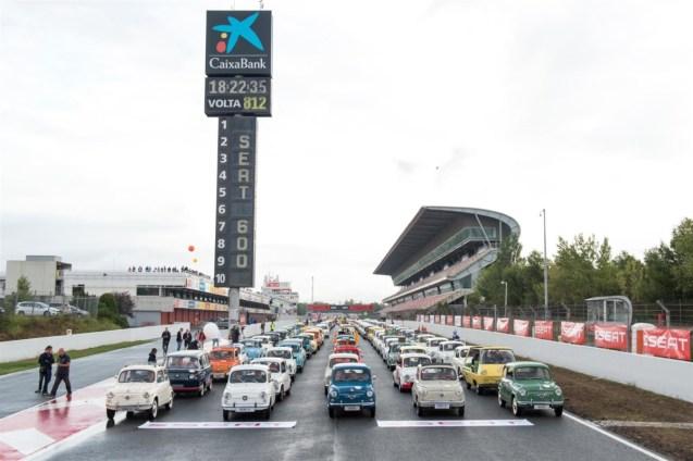media-SEAT Guinnes World Record - Oltre 600 SEAT 600 in fila (2)