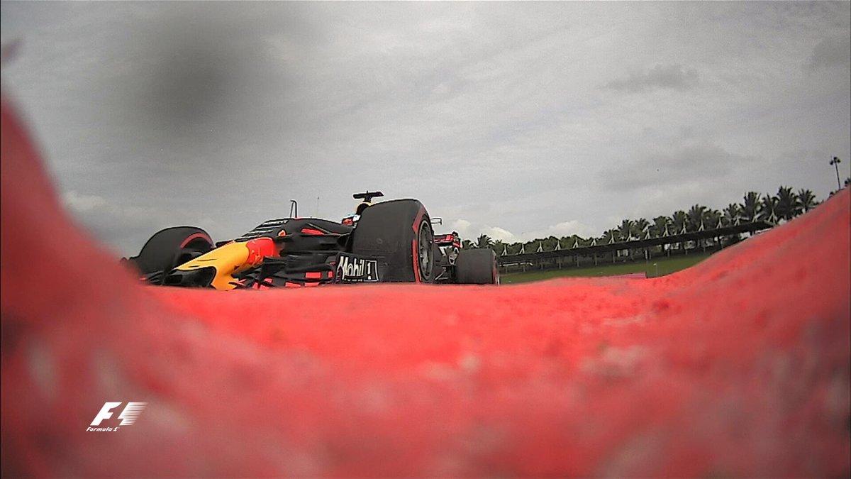 F1 Malesia, Verstappen: un compleanno da… torta gelata