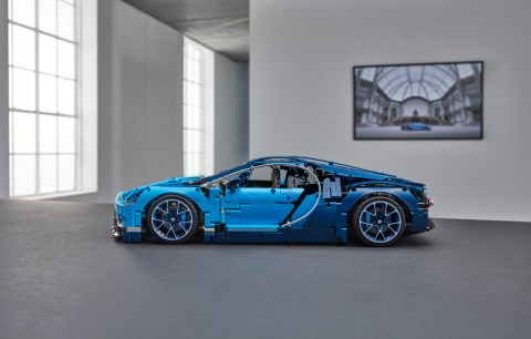 42083_LEGO_Technic_Bugatti Chiron_Side (1)