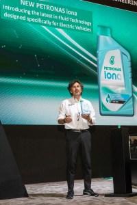 Giuseppe_D_Arrigo_CEO_presenta_Petronas_iona