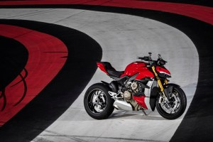 MY20_DUCATI_STREETFIGHTER V4 S_AMBIENCE_40_UC101661_High
