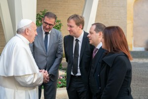 Consegna Dacia Duster a Papa Francesco