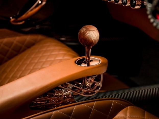 De-Tomaso-P72-Interior-Manual-Shifter