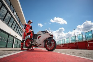 DUCATI_PANIGALE_V2_AMBIENCE _11__UC174109_High