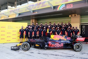 The Red Bull team receive the DHL Fastest Pit Stop Award
