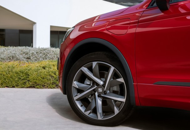 SEAT-electrifies-its-large-SUV-as-the-Tarraco-e-HYBRID-enters-production_06_HQ