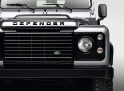 "© Land Rover / Land Rover Defender mit ""Black Design""-Paket"