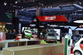© MotorNews kw_Pariser Automobilsalon 2014 / Mitsubishi Outlander PHEV in der Rallye-Version