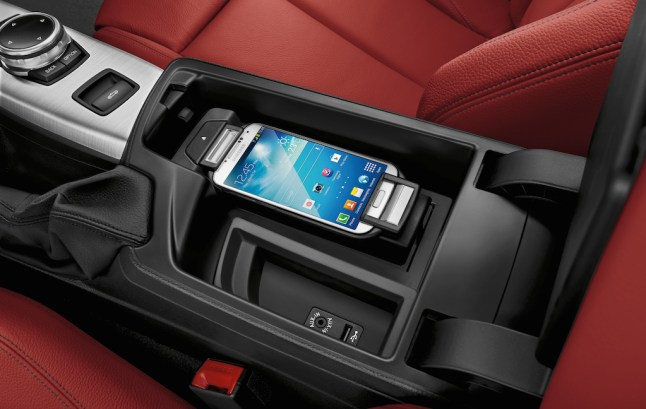 © BMW Group / Das BMW 2er Cabrio - Snap-In-Adapter Connect (09/2014)