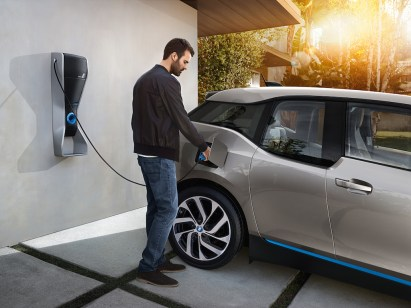 © BMW GROUP / BMW i3, Laden an der Wallbox - Das ChargeForward Programm von BMW i